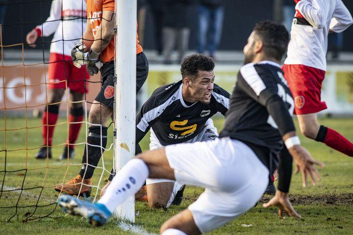 Melvin Degenaar scoorde vier keer voor Quick'20 tegen Sportclub Overdinkel.
