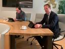 Jaco Brand (links) en Peter Verheij, dinsdagavond tijdens een persconferentie in het raadhuis over de kwestie.