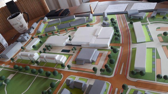 Maquette van het plan voor het Geerhoek-gebied dat Vitaal Wouw enkele jaren geleden ontwikkelde. Met onder meer nieuwe sporthal, school en toneelzaal. Rechts de Molensingel, onder de Kloosterstraat.
