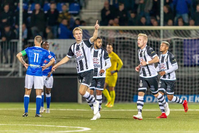 Vincent Vermeij is blij na zijn goal tegen FC Den Bosch.