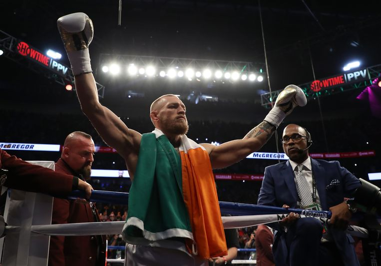 LAS VEGAS, NV - AUGUST 26:  Conor McGregor stands in the ring prior to his super welterweight boxing match against Floyd Mayweather Jr. on August 26, 2017 at T-Mobile Arena in Las Vegas, Nevada.  (Photo by Christian Petersen/Getty Images) Beeld Getty Images