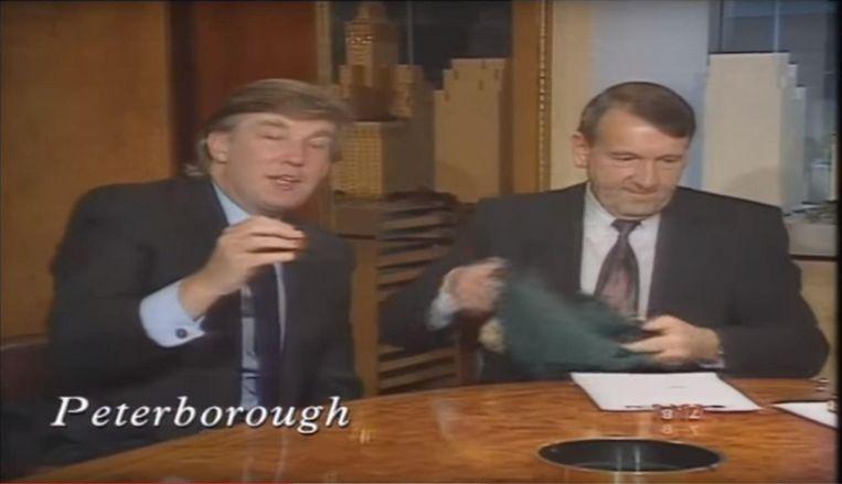 Beelden had van Trump die in 1991 samen met ex-topvoetballer Jimmy Greaves de Engelse bekerloting verricht. Beeld