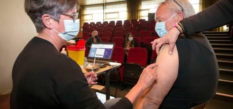 Prikkers gevraagd en snel graag! Spoedcursus vaccineren: 'Huid strak trekken en prikken maar'