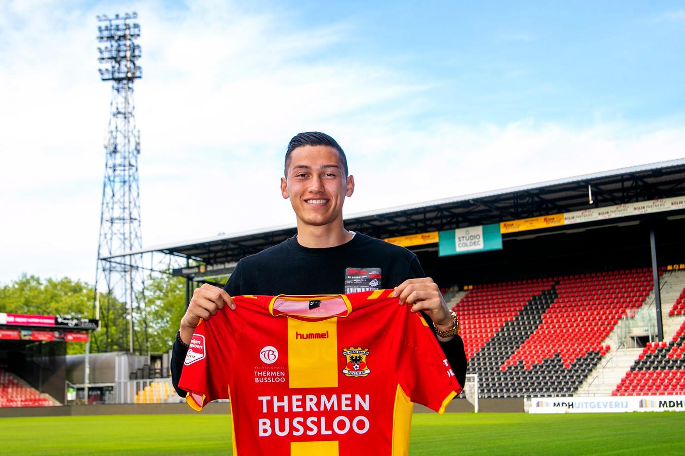 Jay Idzes speelt de komende drie jaar in Deventer.