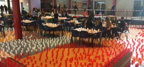 Examenstunt: Tussen 21.400 bekertjes met water door naar je kluisje