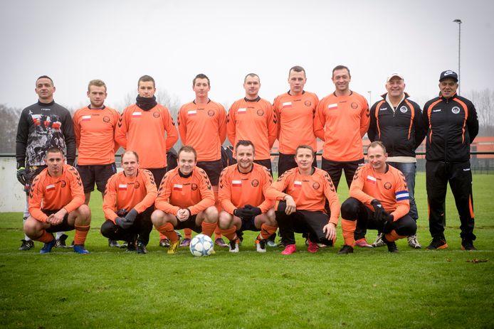 EINDHOVEN - het Poolse voetbalteam van Maarheeze