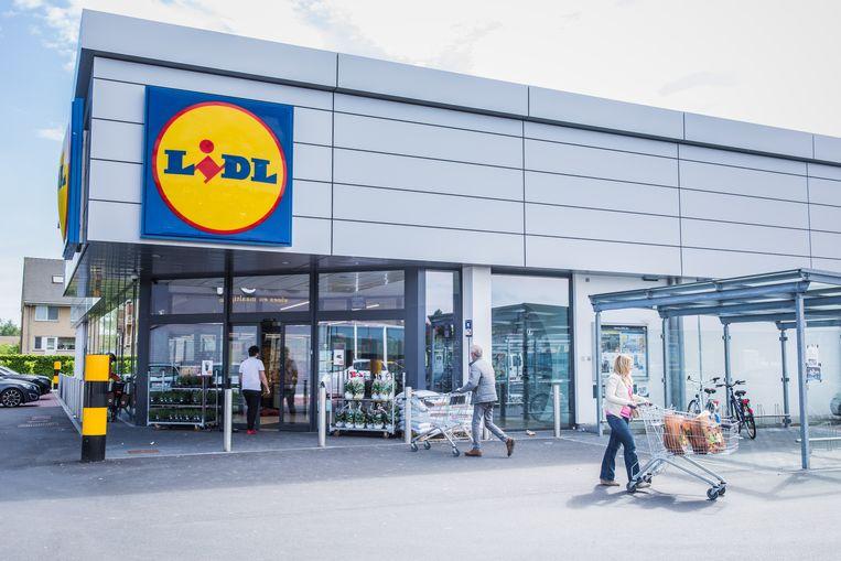 Een Lidl-filiaal in Destelbergen, Gent. Vakbonden en directie zijn dan wel blij met het akkoord bij Lidl, de klanten van de supermarktketen zullen de gevolgen voelen in hun portefeuille. Dat voorspellen experts.