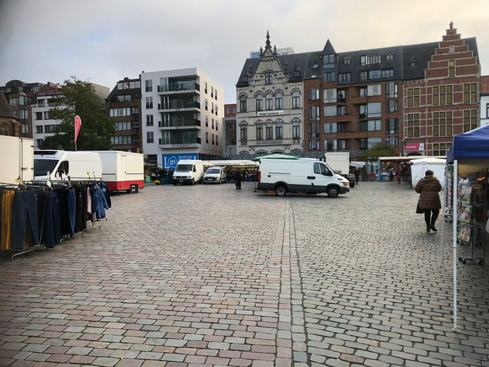 De zaterdagmarkt in Turnhout vertoont alsmaar meer open plaatsen.