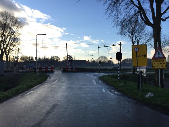 Een van de drukste spoorwegovergangen in Berkel-Enschot is afgesloten voor autoverkeer