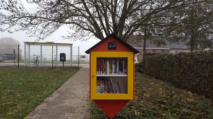 Op tal van plaatsen in Lede hangen voortaan kleine ruilbibliotheekjes.