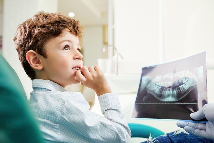 Ter illustratie: jongetje bij de tandarts.