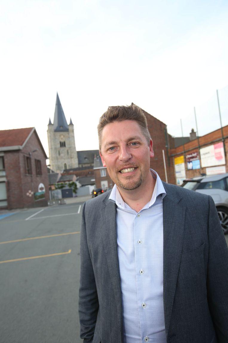 Burgemeester Kris Poelaert van Herne.