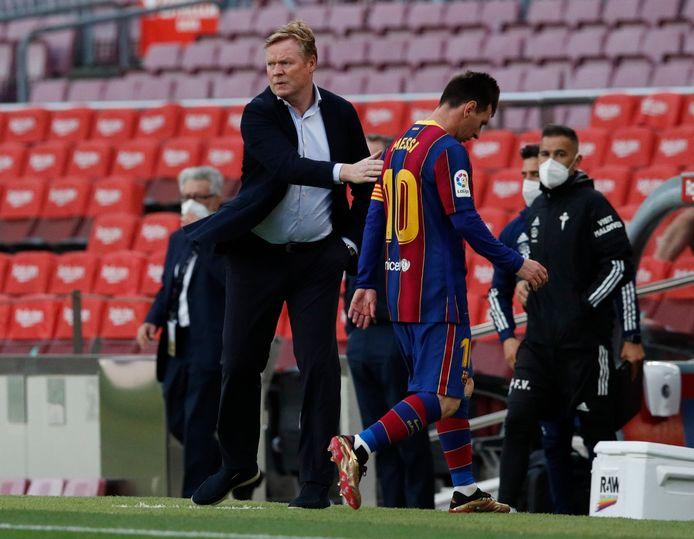 Lionel Messi (r) samen met Barcelona-trainer Ronald Koeman.