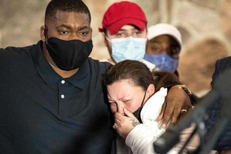 De ouders van de 20-jarige Daunte Wright tijdens een persconferentie in Minneapolis, Minnesota op 15 april. Wright werd doodgeschoten door de politie. Beeld AFP
