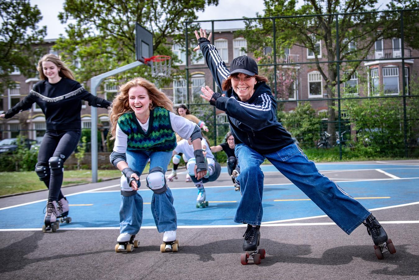 Nijmeegse rolschaatsers. Monic Bakker (met pet) heeft een petitie gestart om een skatebaan in Nijmegen aan te leggen.