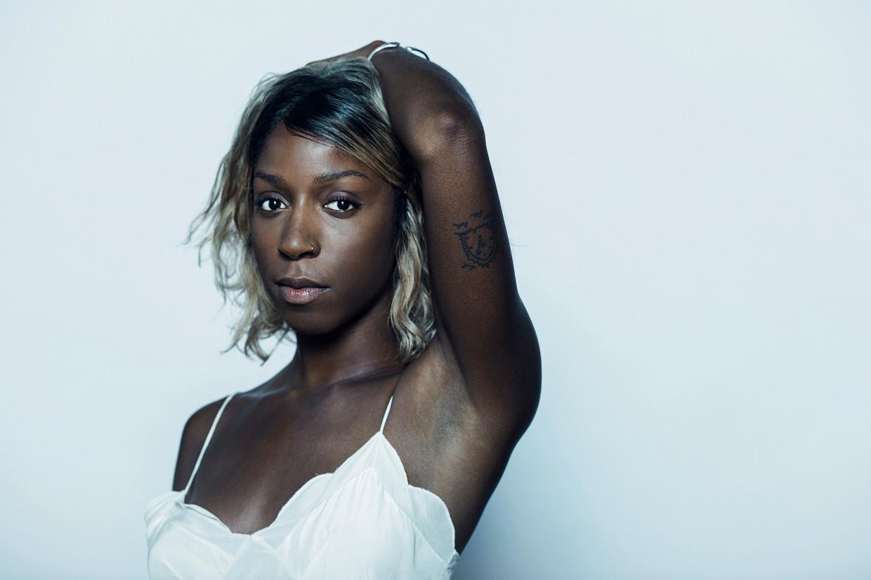 Charlotte Adigéry: 'Sommigen lijden aan 'jungle fever': zij vinden mensen vooral leuk omdat ze een ander kleurtje hebben.' Beeld Tim Coppens