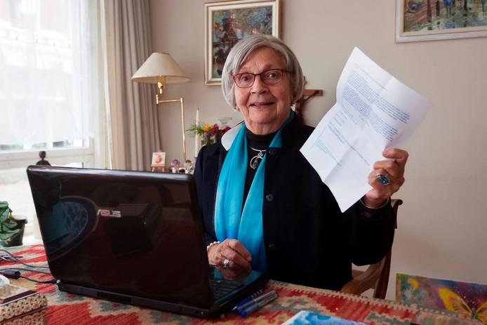 Christien Nijhuis en haar computer. Foto: Ronald Hissink