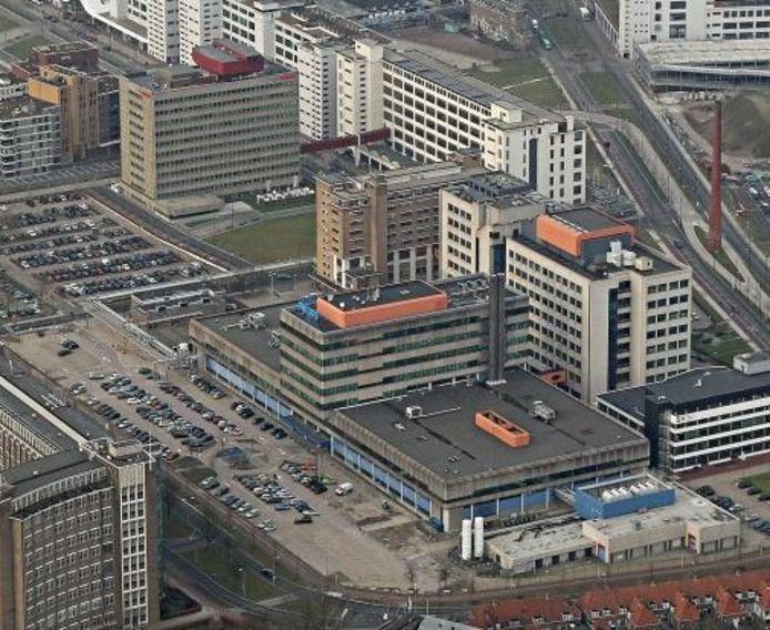 Archieffoto met fase 4 van Strijp-S in Eindhoven. Linksonder nog de voormalige Philips Bedrijfsschool (nu woningen). Daartegenover aan de parkeerplaatsen Microlab met daar achter het Videolab aan de Torenallee en het Glasgebouw. Boven het Boschgebouw, rechts gebouw SX bij de entree van Strijp-S.