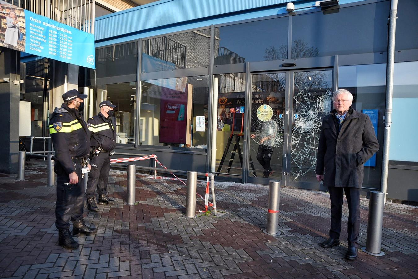Burgemeester Weterings komt polshoogte nemen na de rellen in Tilburg-West.