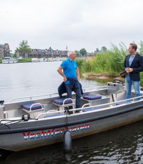 Minister Hugo de Jonge brengt flitsbezoek aan camping in Ommen: 'Het ging allemaal erg snel'