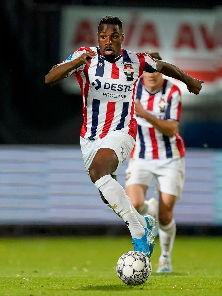 Elton Kabangu aan de bal voor Willem II Beeld BSR Agency