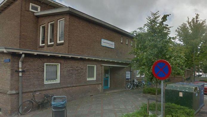 Het schoolgebouw aan de Herpstraat.
