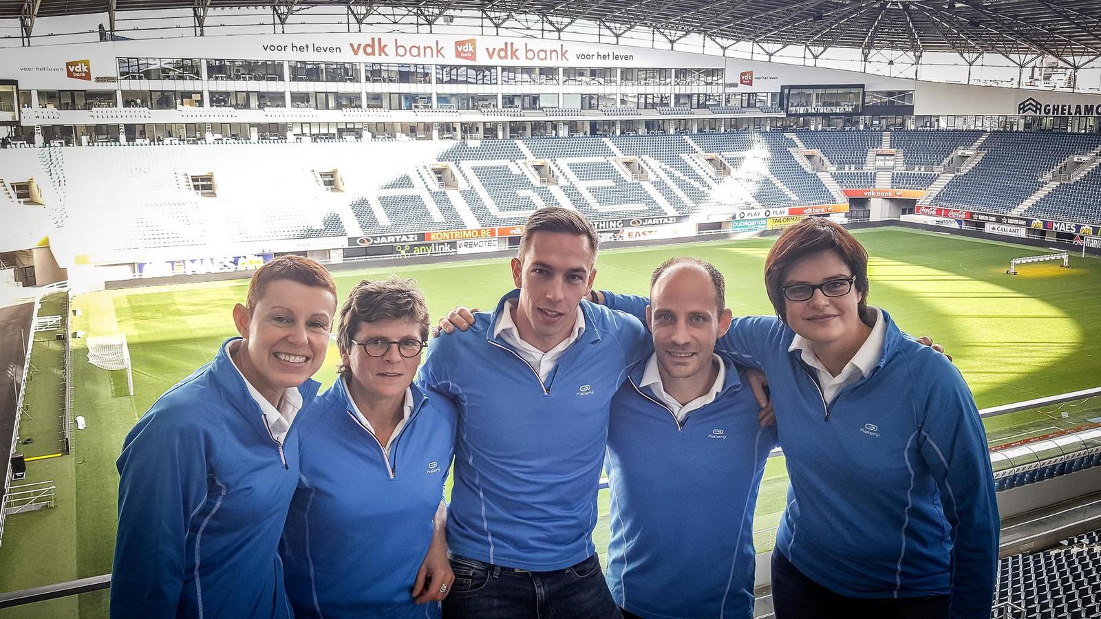 Caroline Blancke, Ingrid Gesquiere, Pieter Van de Velde, Andy Carton en Isabelle Dewaele: het winnende team van Sint-Andries in de Ghelamco-arena, waar de verkiezing plaatsvond.