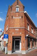 Het gebouw op de hoek van de Marktstraat en de Middenstraat