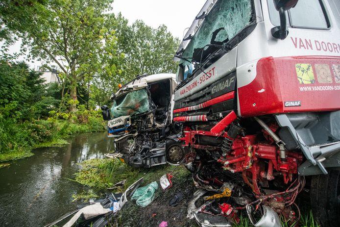 ArchiefftoOp 11 september 2019 ging het faliekant mis op de Alphenseweg-N207 bij Boskoop. Twee vrachtwagens botsten frontaal op elkaar toen.