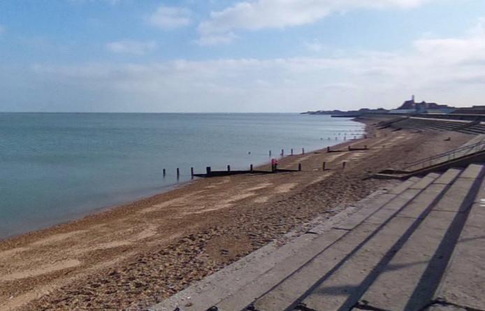 De locatie ligt vlakbij het strand, en op een uurtje rijden van London.