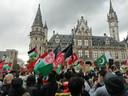 Tal van nationale vlaggen zwierden in het rond om steun te betuigen.