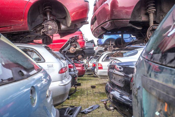 Foto ter illustratie. Bertus en Dennis O. hebben volgens het OM onderdelen gesloopt uit honderden auto's en vervolgens doorverkocht. Zelf weerspreken ze dat.