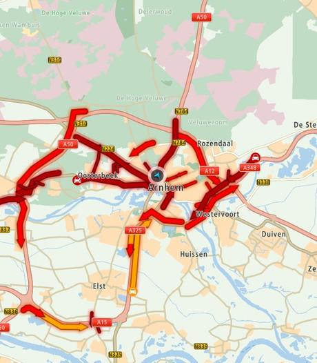 Verkeersinfarct in en om Arnhem tijdens nasleep westerstorm