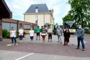 PVDA overhandigt mondmaskers aan het personeel van woonzorgcentrum Maria Boodschap in Niel.