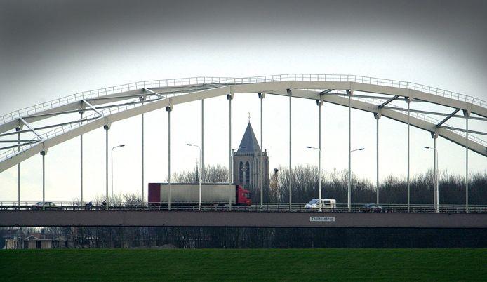 De Thoolsebrug verbindt Tholen met West-Brabant.