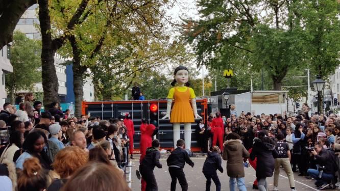 Honderden fans doen mee met échte versie van Squid Game in Rotterdam (maar verliezers overleven het gelukkig wel)