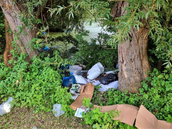 WILLEBROEK - Het vermoedelijke afval van een cannabisplantage werd opgemerkt op een afgelegen plaats