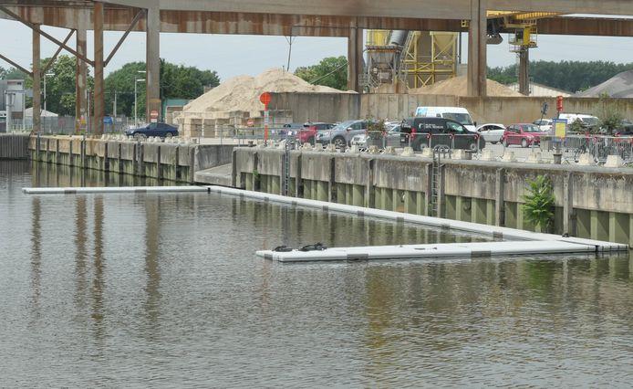 Het ponton in het Keerdok in aanbouw.