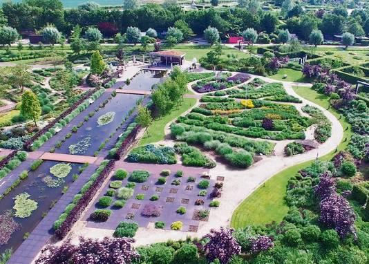Een luchtfoto van de Tuinen van Appeltern in de zomer.