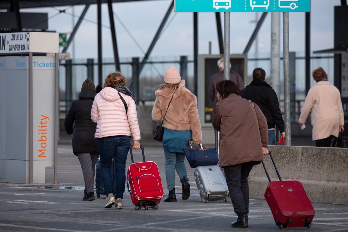 Entrée de l'aéroport de Charleroi (2019)      PICTURE NOT INCLUDED IN THE CONTRACT.  ! Only BELGIUM !