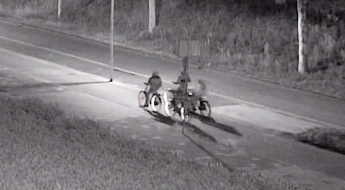 Vier jongens overvielen op een nacht in 2019 in Eindhoven binnen een uur drie slachtoffers door ernaast te fietsen en hen van hun rijwiel te trappen. Dankzij camerabeelden en Opsporing Verzocht werden ze gegrepen