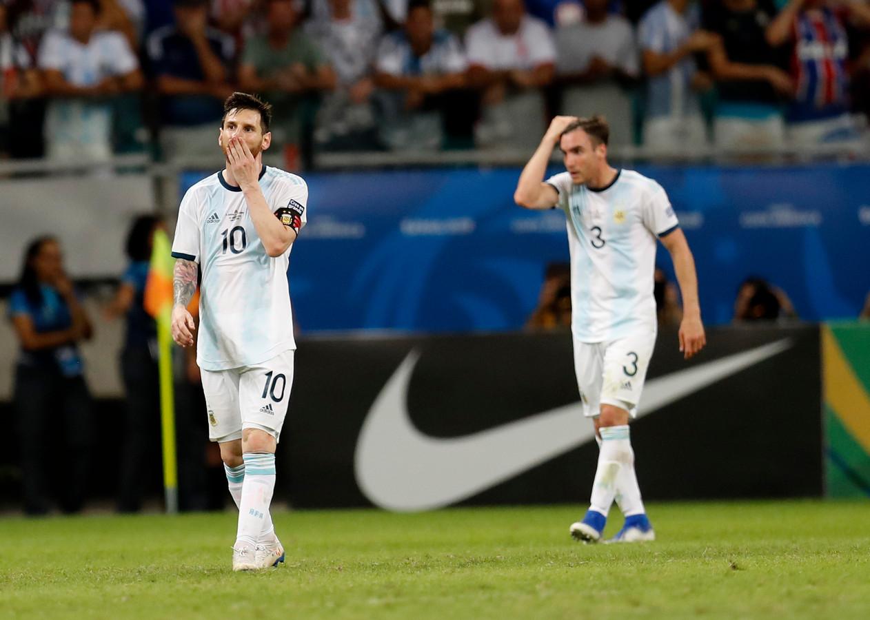 Lionel Messi en Nicolás Tagliafico druipen af in Salvador.