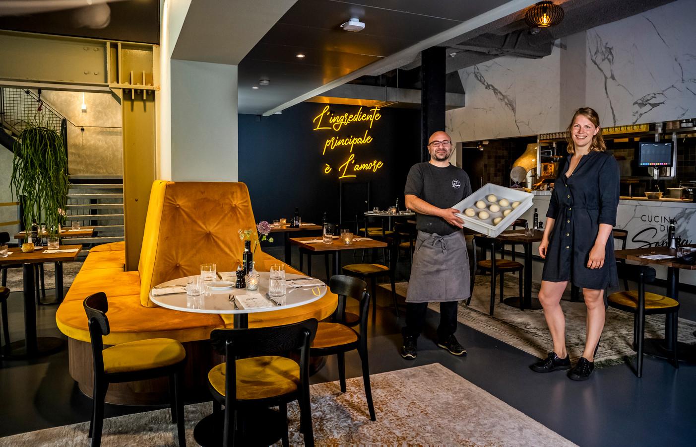 Trattoria Sophia in het Lloydkwartier, met chef-kok Carmelo Incani en bedrijfsleider Tess Smeman.