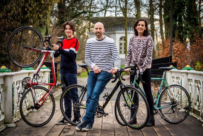 Op 1 mei zijn er in Deurne drie fietstochten gepland:  Een fietszoektocht naar Deurnse wielerhelden voor heel het gezin (10,5 km), een tocht langs velden en water (52 km) én een kilometervreter (100 km) langs nostalgische wielerplekjes.
