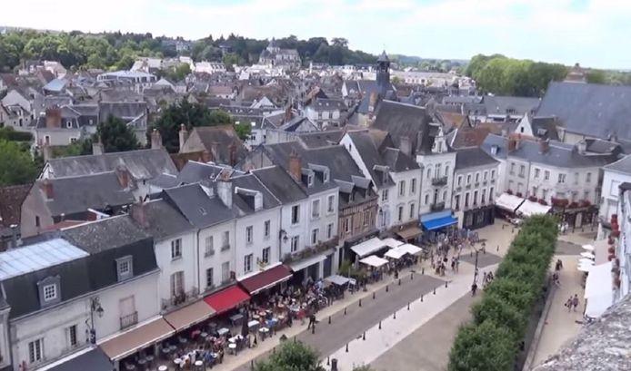 De binnenstad van Amboise gezien vanaf de rots waarop het gelijknamige kasteel staat.