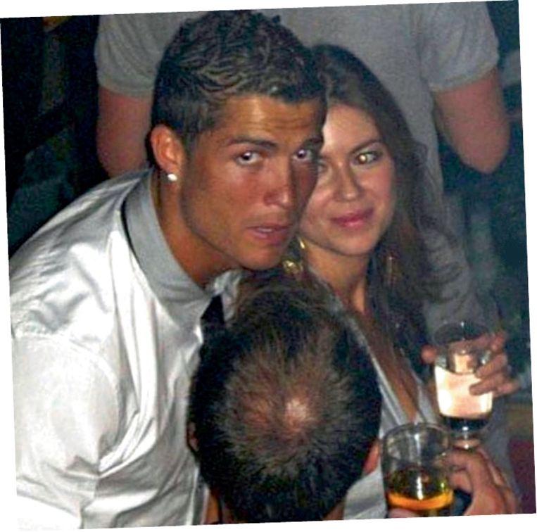 Er zitten meerdere elementen in het verhaal van Kathryn Mayorga die erop wijzen dat ze inderdaad verkracht kan zijn door Ronaldo.' (Foto: Kathryn Mayorga en Cristiano Ronaldo in een nachtclub in Las Vegas in 2009.) Beeld