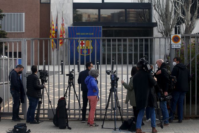 De pers verzamelt intussen aan Camp Nou.