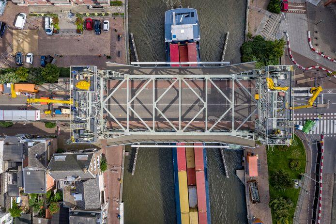 Serie Afgekocht - Alphen is niet bang dat er straks nog meer containerschepen de Boskoopse hefbrug moeten passeren.