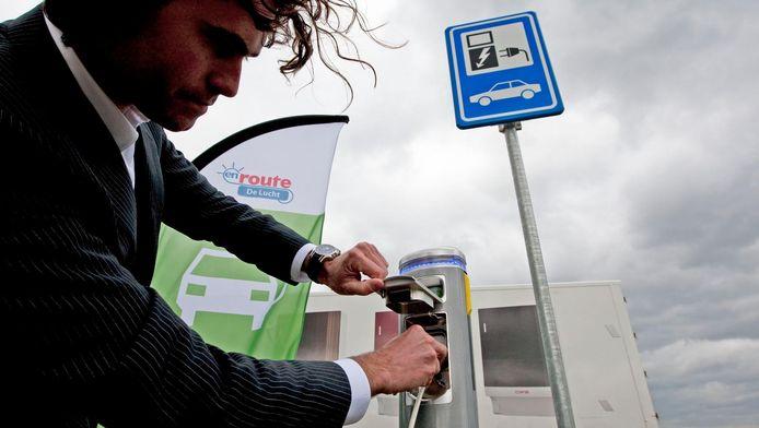 oplaadpunt voor elektrische auto's langs de A2 bij het Gelderse Bruchem.