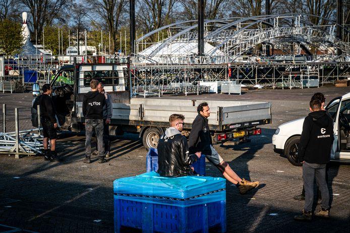 BREDA - Teneergeslagen medewerkers op het evenemententerrein van 538 Oranjedag op het Chaseveld in Breda nadat de gemeente geen vergunning heeft verleend voor het Fieldlab-evenement.